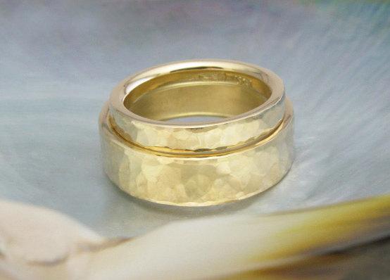 زفاف - comfort fit custom wedding bands / wedding ring set, hammered in 18k gold