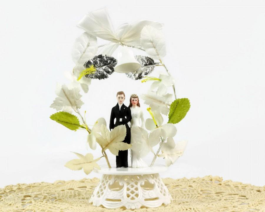 Mariage - Wedding Cake Topper, Bride and Groom, Floral Arch, 1950s Wedding, Wedding Bells, Vintage Wedding