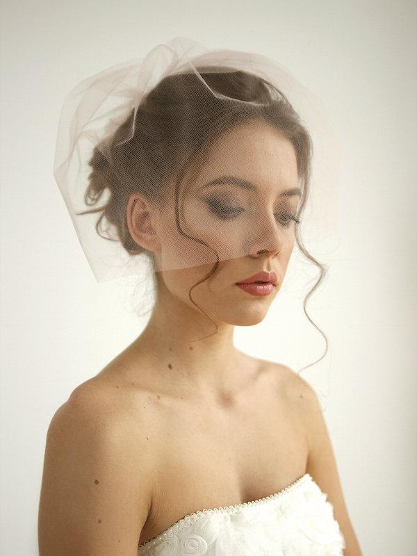 Mariage - Blush pink tulle birdcage wedding veil, simple birdcage wedding veil, tulle birdcage veil, mini veil, Rose - Style V24