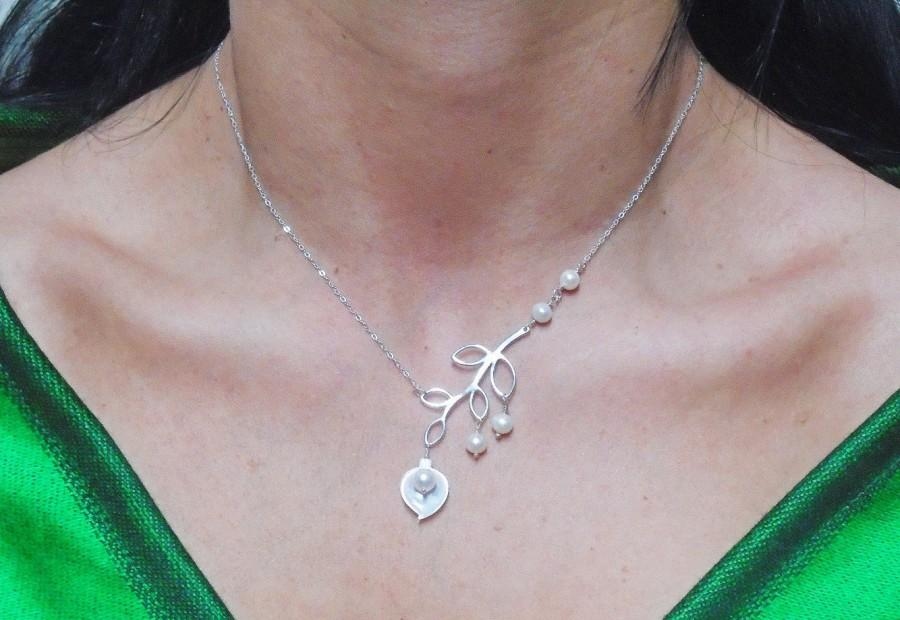 زفاف - Freshwater Pearl Calla Lily Sterling Silver Leaf Necklace, Freshwater Pearl Necklace, All Solid Sterling Silver, Bridesmaid Gift