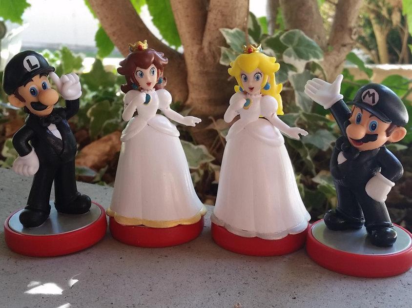 Свадьба - Custom Amiibo Super Mario Bros Video Game Wedding Cake Toppers, Mario, Princess Peach, Daisy, Luigi, gamer wedding cake toppers