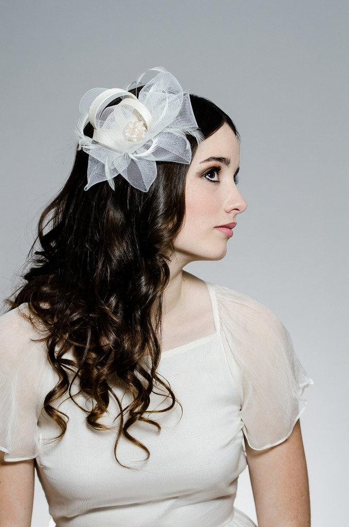 Hochzeit - Ivory fascinator, wedding fascinator, Crystal Headpiece, White Fascinator, Crystal Accessory, Ivory headpiece, Bridal Hair Clip, HELLENICA