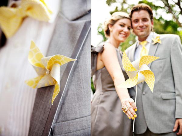 Свадьба - Paper Pinwheel Wedding Pinwheels Complete Bridal Package for the Bride Groom Maid of Honor Bridesmaids and Groomsmen Paper Pinwheels Wedding