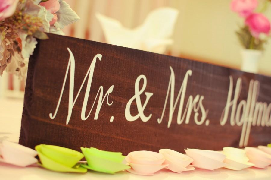 Wedding - Mr and Mrs Table Sign / WEDDING SIGNS, Wedding Signage, Rustic Wedding Signs, Head Table Sign WS-17