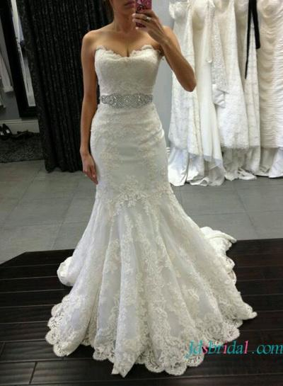 Hochzeit - Scalloped lace mermaid wedding dress with sweetheart neck