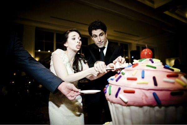 Hochzeit - Funny Cake Cutting Photo By Viera Photographics