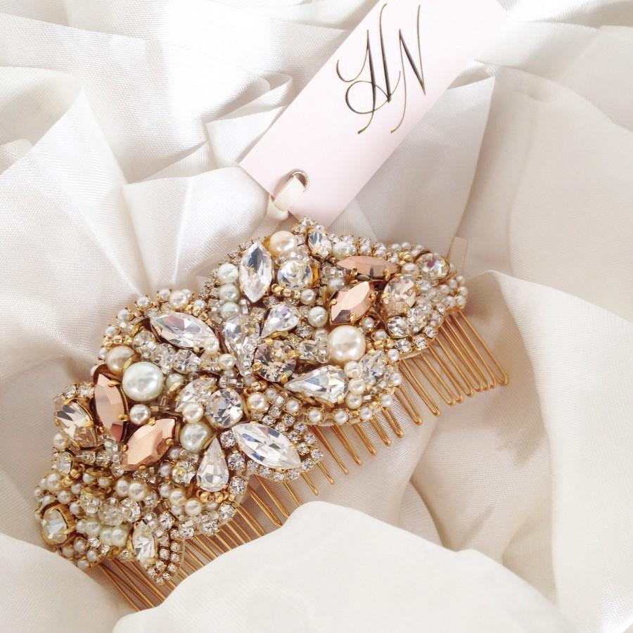 Резултат со слика за photos of bridal  hand bags with pearsl and roses
