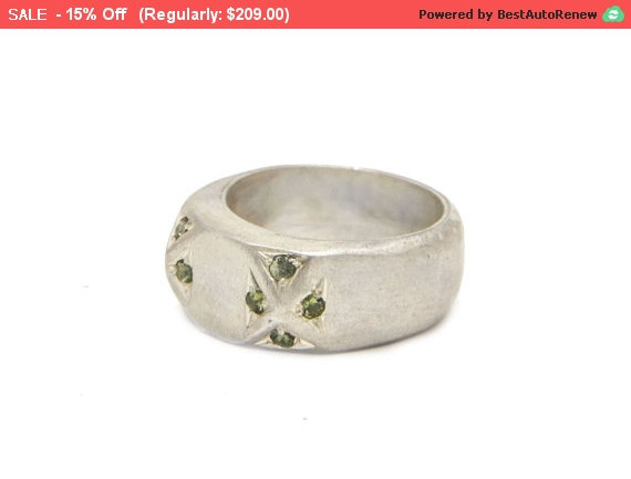 Свадьба - Peridot Ring Silver - Peridot Engagement Ring - Sterling Silver rings for women - Tiny Stone Ring - Unique Silver Rings - Peridot Jewelry