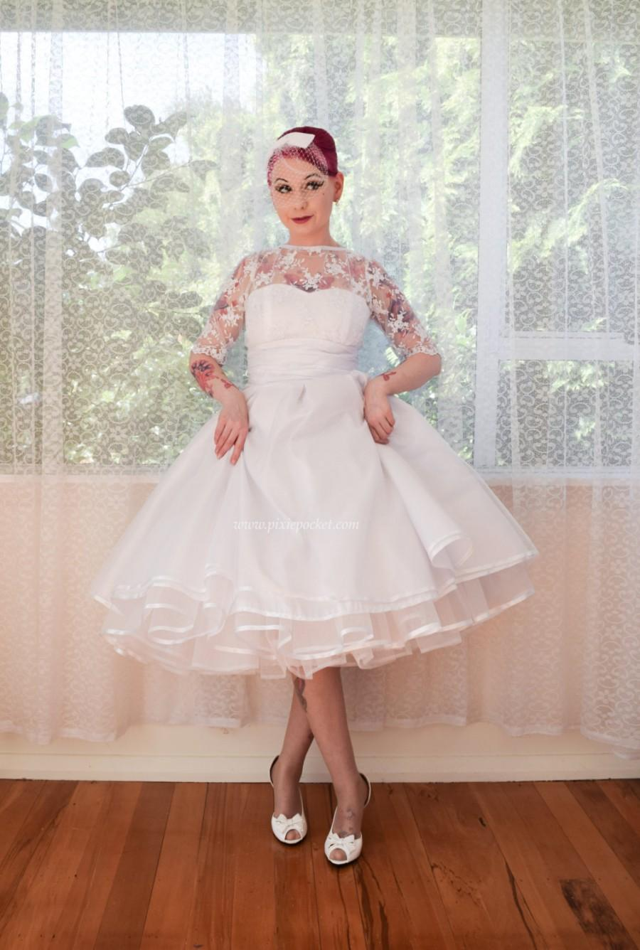 """Свадьба - 1950's """"Pearl"""" Wedding Dress with Lace Bodice, Sweetheart Neckline, Extra Full Circle Skirt and Petticoat - Custom made to fit"""