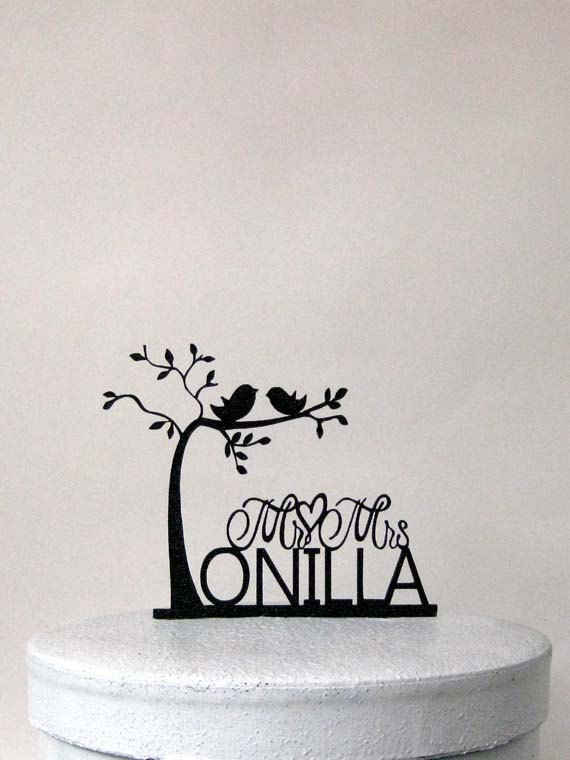 Свадьба - Personalized Wedding Cake Topper - two birds on tree with Mr & Mrs last name