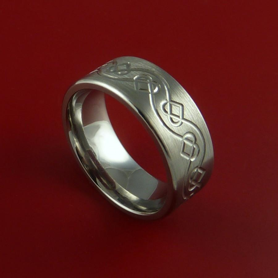 Mariage - Titanium Womens Celtic Heart Band Any Size Ring 3 to 22 Red. Green, Blue, Black Inlay