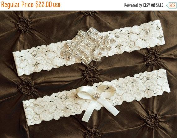 Свадьба - Crystal Wedding Garter Set, Bridal Garter Set, Ivory Wedding Garter, Ivory Lace Garter, Keepsake Garter, Toss Garter, Rhinestone Garter Set