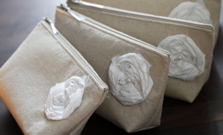 Mariage - Set of 8- Summer Wedding Bridesmaid Clutch Purse, Recycled Linen, Bridesmaids Gift, Rustic Burlap Wedding Theme
