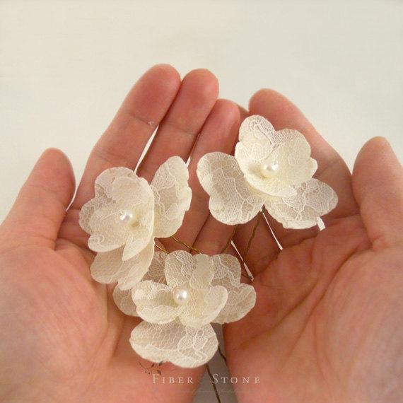 Свадьба - Freshwater Pearl Bridal Hair Flower, Lace Wedding Hair Flower, Ivory Lace Wedding Hair Pin, Lace Bridal Hairpin, Pearl Bridal Hair PIece