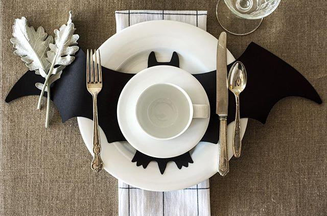 "Свадьба - Hester & Cook Design Group On Instagram: "" BATS! These Chalkboard Paper Die Cut Bats Are The Perfect Piece For Your Halloween Decor!  And They're 20% Off Online And In Our…"""