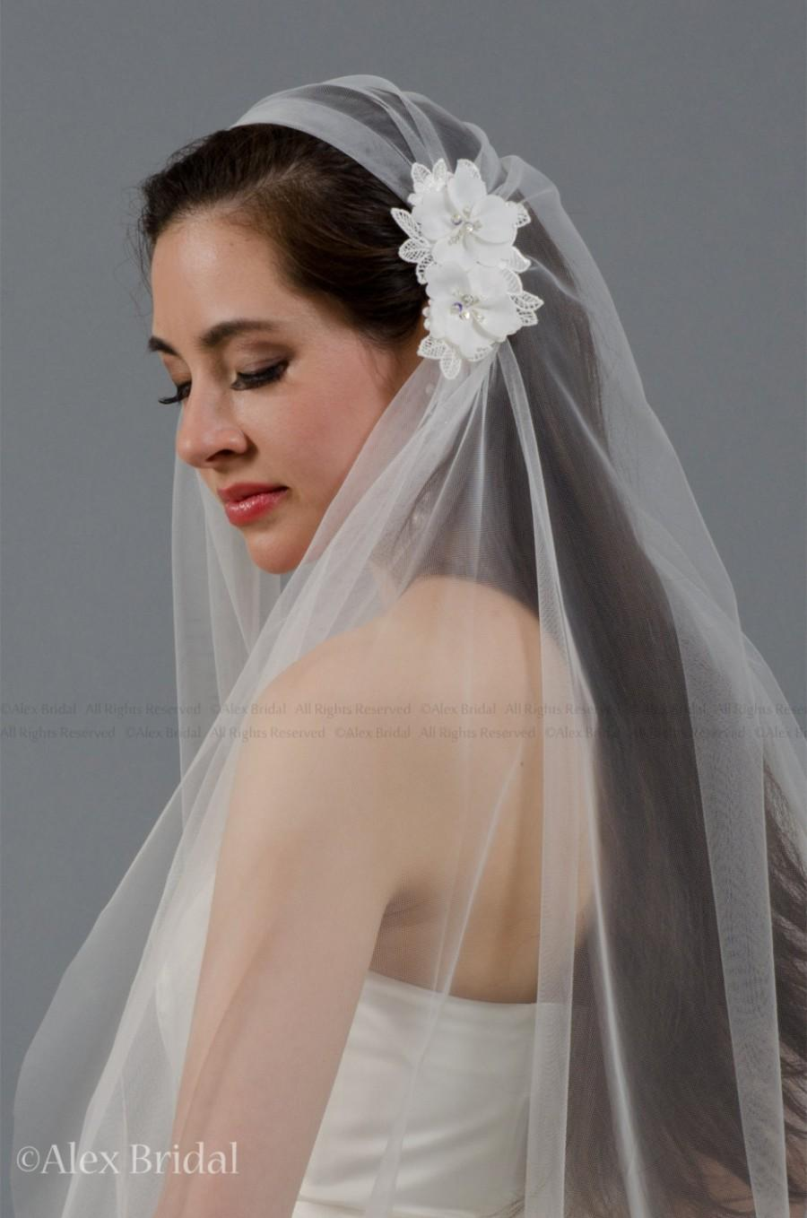 Mariage - Ivory juliet cap wedding veil with venice lace flowers - elbow length
