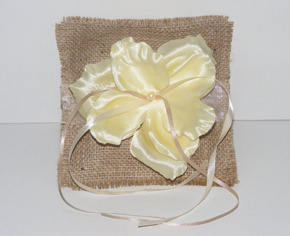 Hochzeit - Wedding Ring pillow, Wedding ring bearer pillow, burlap ring bearer pillow,burlap wedding pillow, burlap ring pillow, rustic ring bearer box