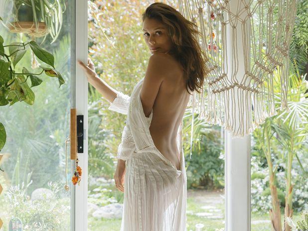 Wedding - A Woman You Should Meet: Nathalie Kelley