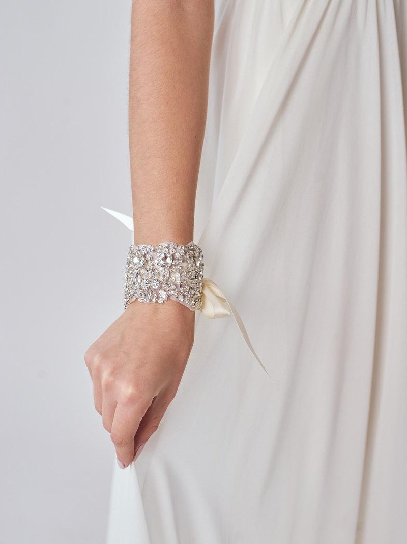 Hochzeit - Rhinestone Bridal Cuff
