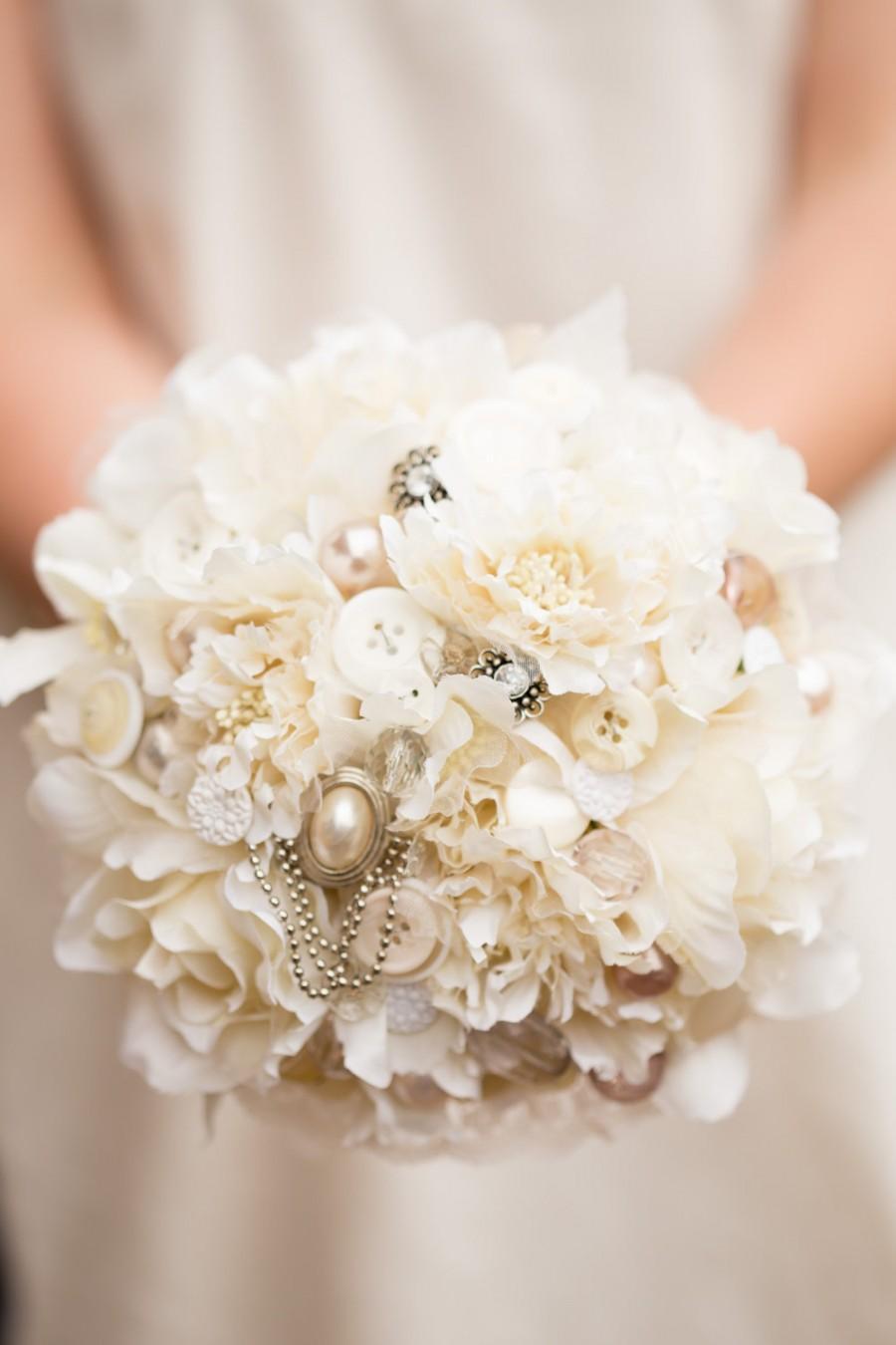 Hochzeit - vintage style cream button and flower bouquet