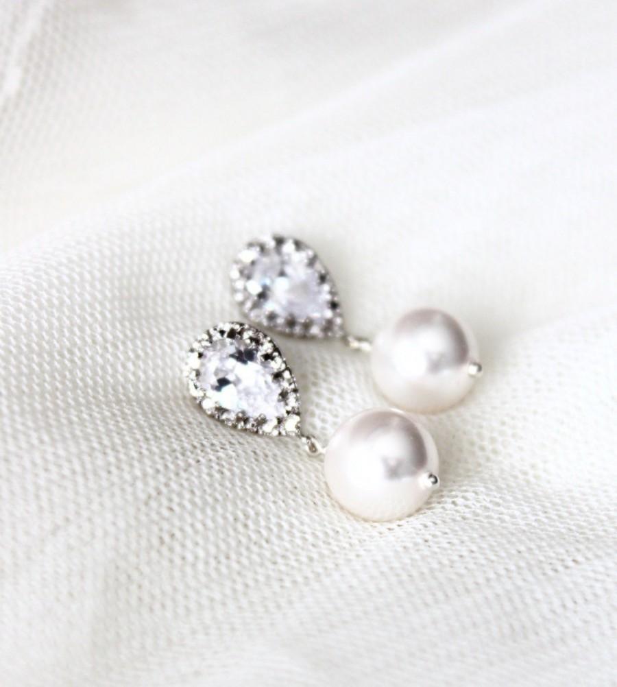 Mariage - Pearl Wedding Earrings White Ivory Swarovski Crystal Pearl Bridal Earrings Bridesmaid Gift Drop Earrings Wedding Jewelry bridal party gift