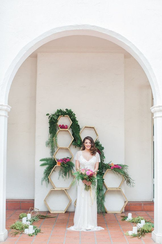 Hochzeit - Colorful Spring Bridal Portrait