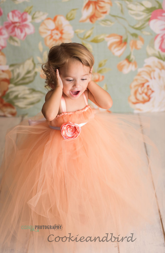 Свадьба - Peach Flower Girl Dress, Flower girl dress, Junior Bridesmaid dress, Pageant dress, Baby Birthday Dress, Tulle Flower girl Dress, tutu dress