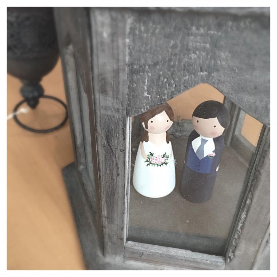 Mariage - Custom Wedding Cake Toppers // handpainted cake toppers, custom bride and groom, whimsical wedding decor, wooden people, custom cake toppers