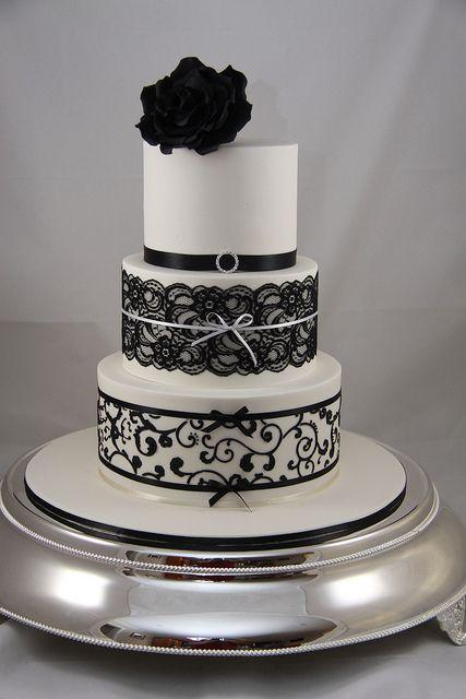 Hochzeit - Wedding Cake with black Rose