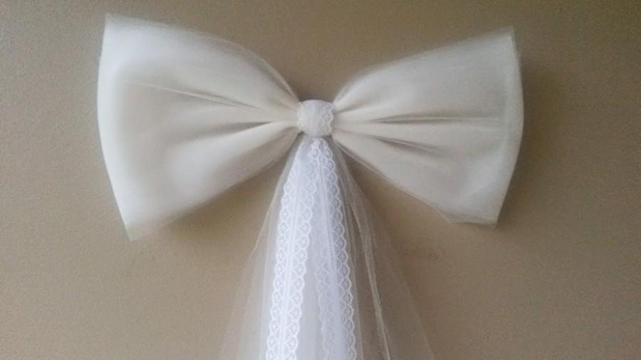 زفاف - Ivory Pew Bow with Lace, Wedding Pew Bow, Lace Pew Bow, Tulle Pew Bow, Bridal Shower Bow, Stair Door Mailbox Tree Topper Church Decoration