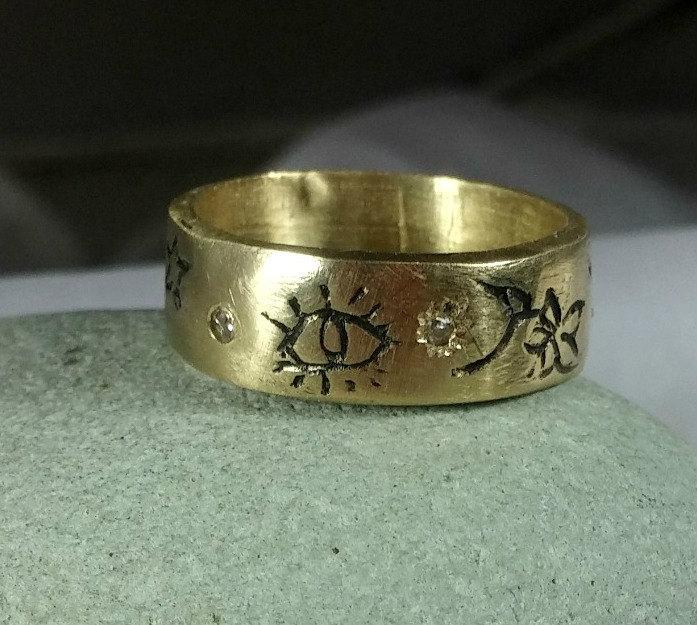 Mariage - Solid Gold Rustic Wedding Band , 14 kt  gold and diamond  peace band, Heavy gold band with pictures
