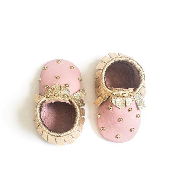 Свадьба - Baby Moccasins, Toddler Moccasins - Pink & Gold Studded Baby Moccasins, Toddler Moccs, Leather Moccasins, Crib Shoes, Baby Moccasin Shoes