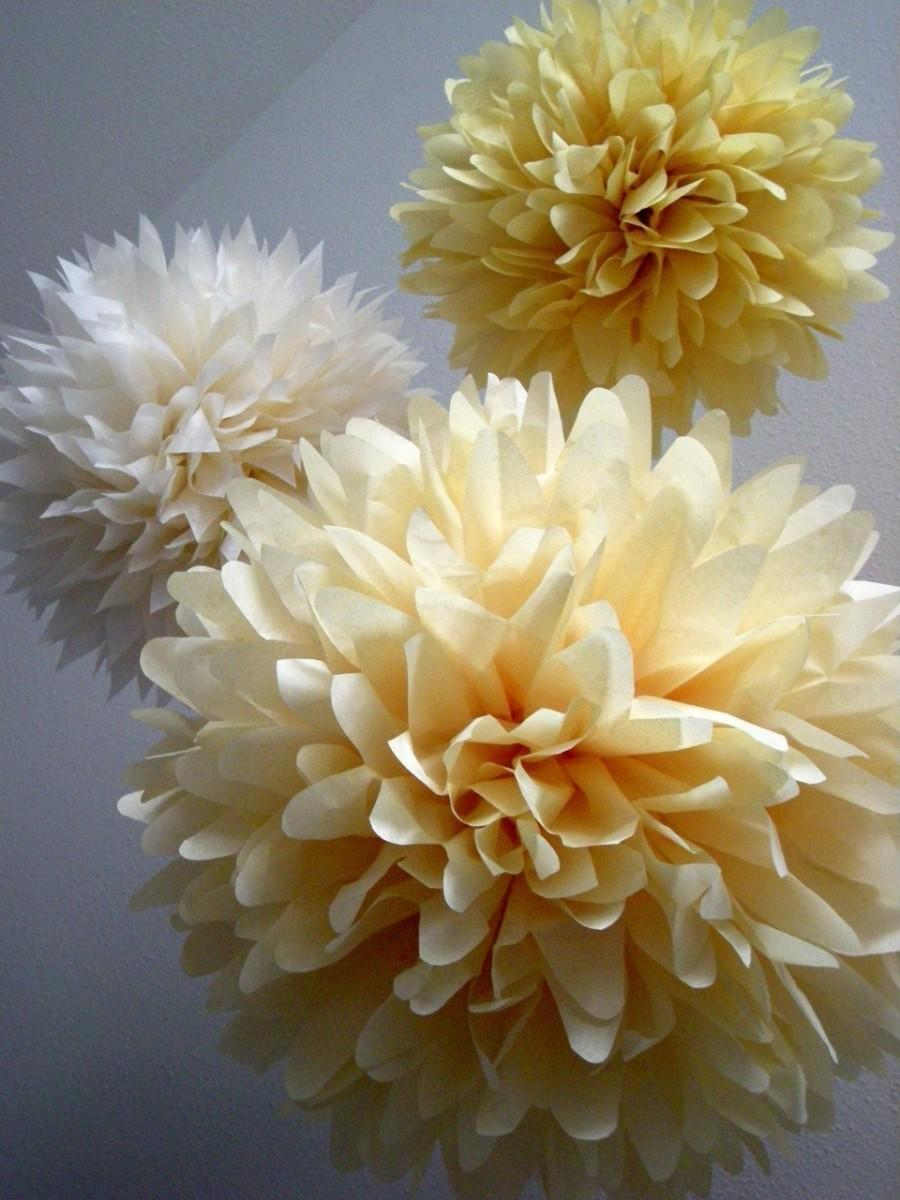 Свадьба - VANILLA / 3 tissue paper pom poms / diy / wedding decorations / champagne / baby shower / party decorations / neutral decorations / ivory