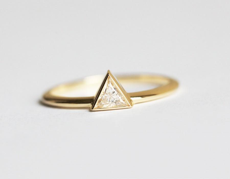 زفاف - Yellow Gold Diamond Engagement Ring, Triangle Diamond Ring, Trillion Ring, Modern Wedding Ring, 14k solid gold