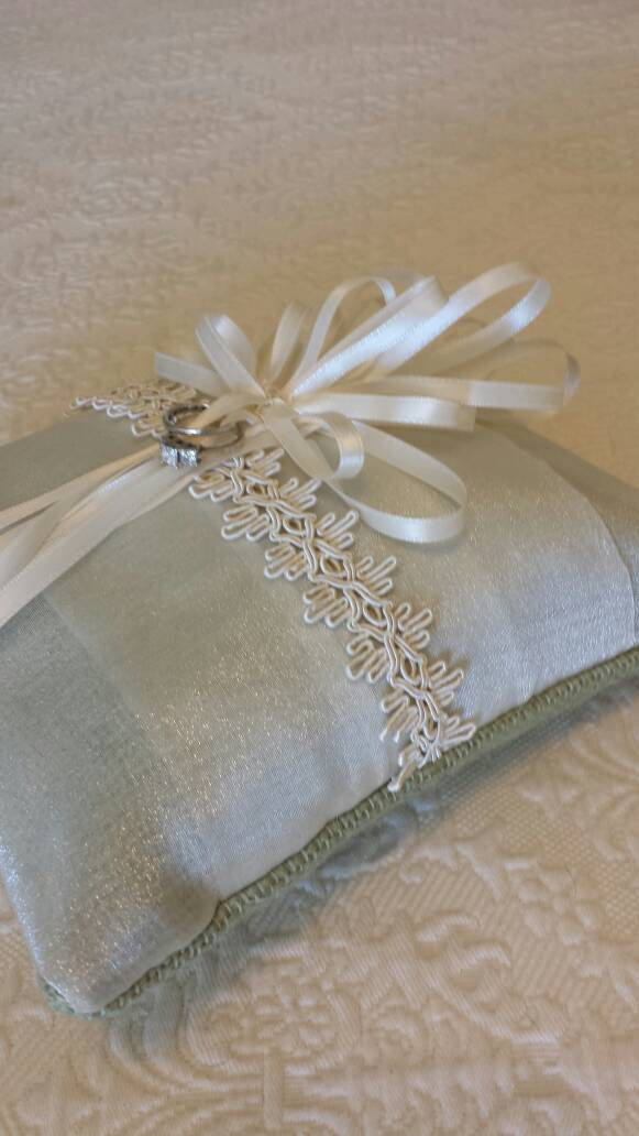 Mariage - Sale !!! Wedding ring bearers pillow with lace chiffon and dusty green burlap and ribbons. 8x8 inches FREE SHIPPING.