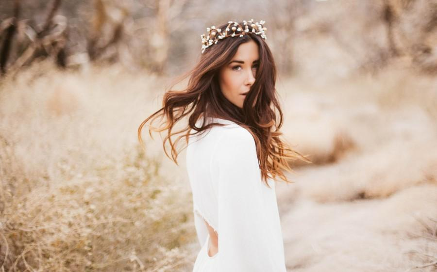 Свадьба - Woodland Bridal Crown of White and Gold Berries