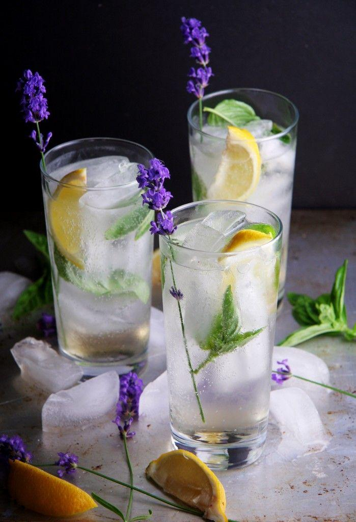 Hochzeit - You'll Be Amazed At How A Sprig Of Fresh Herbs Can Totally Upgrade Your Cocktail