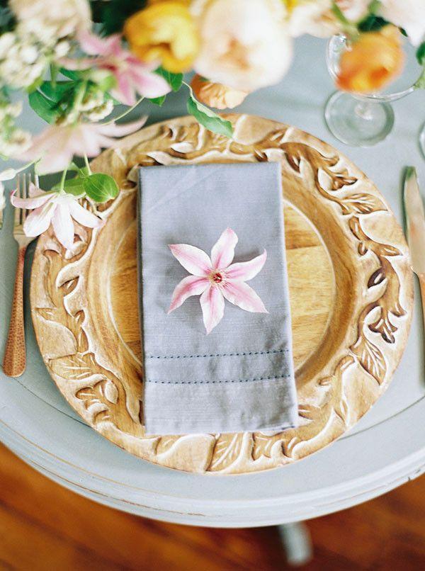 Hochzeit - Fallen Petals – Organic Bridal Inspiration For Spring