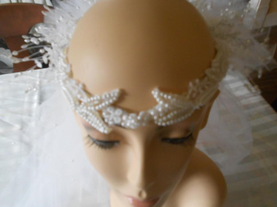 "زفاف - AA22-Vintage 1970's ""Laurel Wreath"" design headpiece in white with elegant banding like leaves and back sprays of tiny silk blossom w/ pearl"