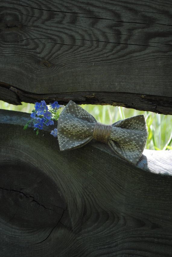 9e7c48e19b2 Burline Wedding bow tie Men s bowtie Linen Grey Rustic Chic wedding  Embroidered burlap bowtie Groom s bowties Woodland wedding Vintage style