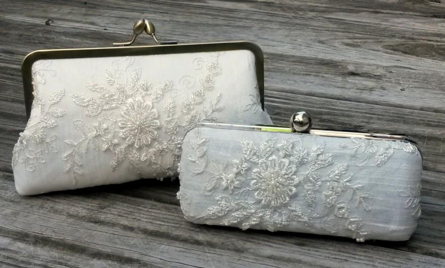 Hochzeit - Lace Bridal clutch, Box Clutch, Lace Clamshell purse, Minaudière, Ivory Wedding, White Bride Purse {PRINCESS LACE Kisslock}