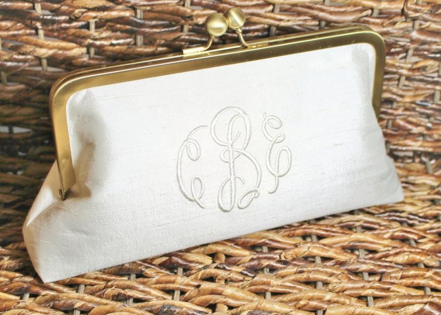 Свадьба - Monogrammed Silk Dupioni Clutch - Wedding Clutch - Bridesmaid Clutch - Blush, Ivory, Silver, Champagne Gold, White