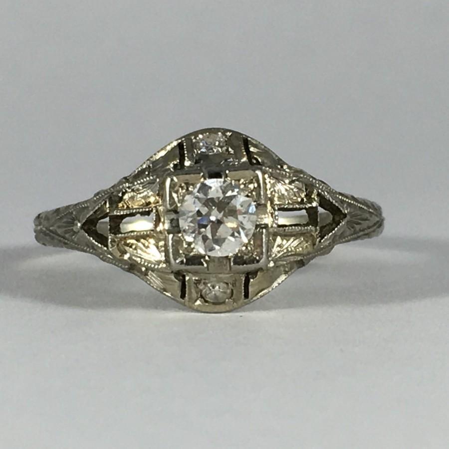 Свадьба - Vintage Diamond Engagement Ring. 18K White Gold Art Deco Setting. Unique Engagement Ring. April Birthstone. 10 Year Anniversary Gift.