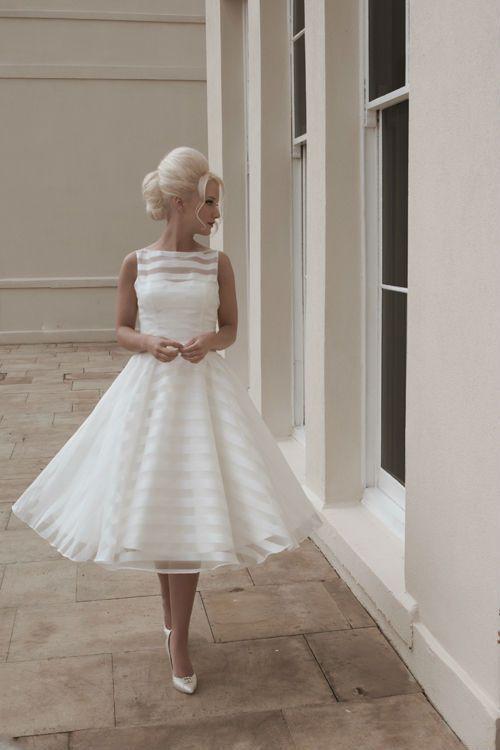 Свадьба - Vintage Tea Length Sleeveless Pearls Short Wedding Dress