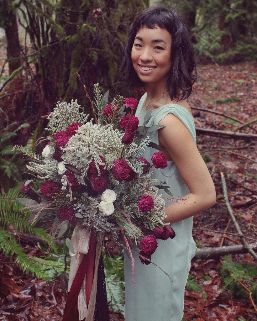 Mariage - custom dried bridal bouquet, greenery bouquet, marsala bouquet, dark red and white bouquet, foraged bouquet, red bridal bouquet, peony