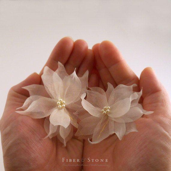 Свадьба - Swarovski Pearl Bridal Hair Pin, Flower Bridal Hairpin, Ivory Wedding Hair Pin, Floral Gold Wedding Hairpin, Pure Silk Bridal Hair Accessory