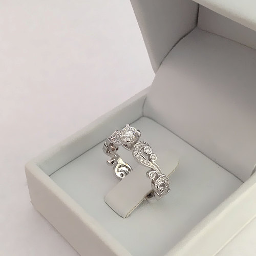 Mariage - Round Shape Diamond Engagement Ring 14k White Gold or Yellow Gold Art Deco Diamond Ring