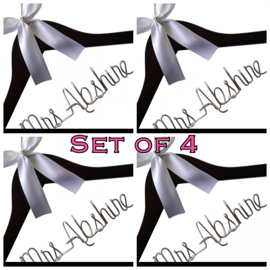 Mariage - Set of 4. Personalized Bridal Wedding Hanger. Bridal Hanger. Wedding Hanger. Bridal Party. Custome Hanger. Comes With Bow and Rhinestone.