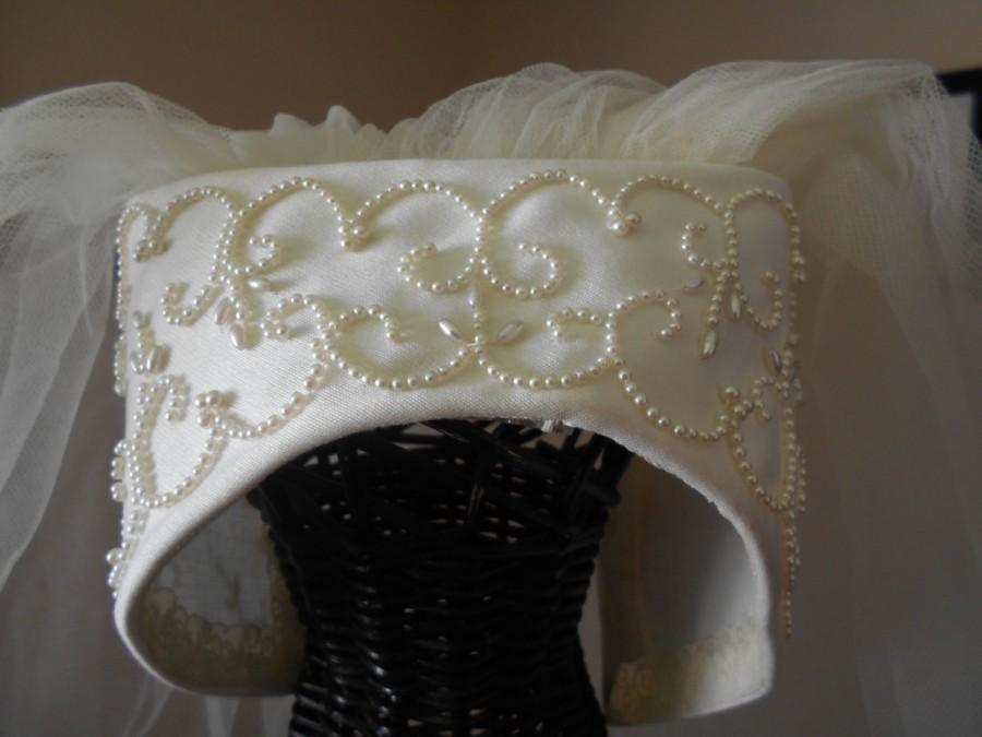 Mariage - Vintage 1960/1970 Bianchi Ivory Juliet Satin Cap/Headpiece Veil with Pearls Raw Cut Edge Trim