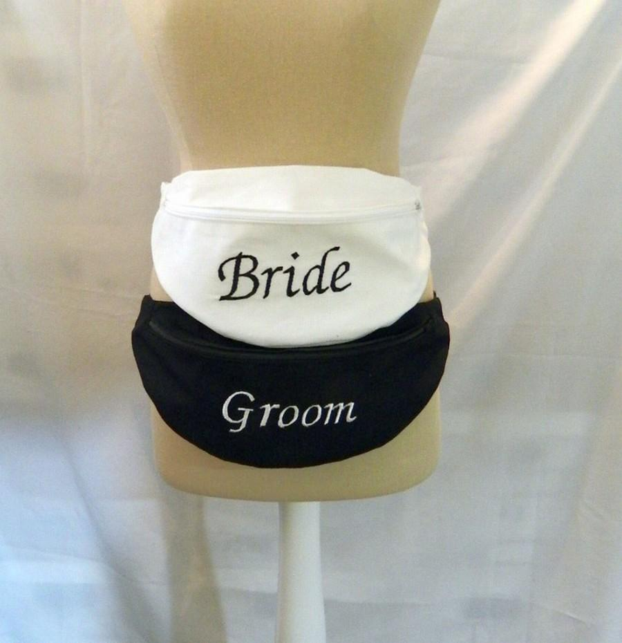 Mariage - A Pair of Embroidered Fanny Packs - Hip Bags - Bride and Groom - Mr and Mrs - Weddings - Monogrammed